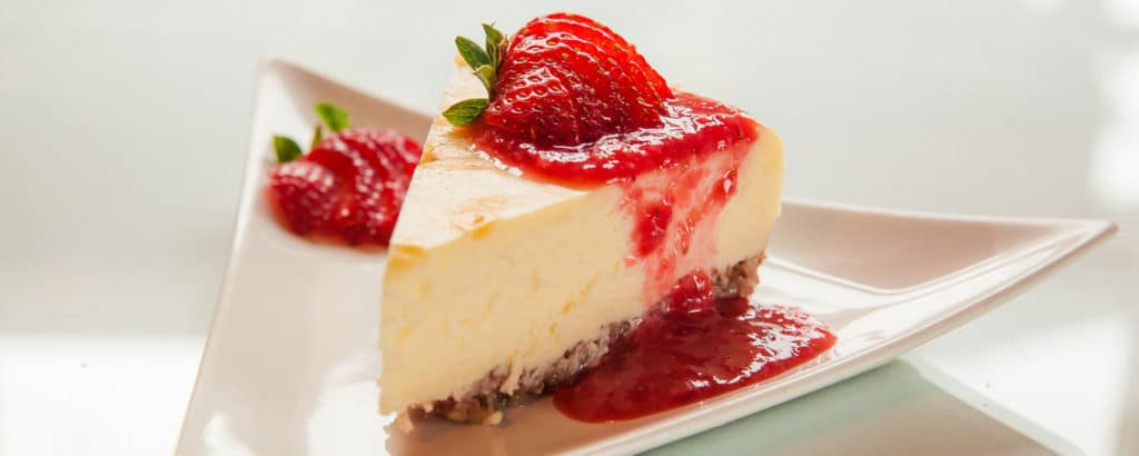 Mascarpone cheesecake with a strawberry topping